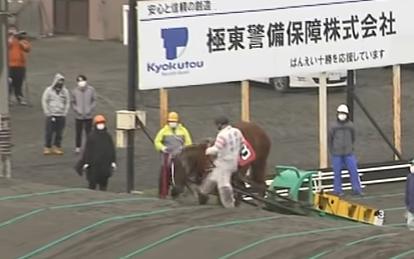 ばんえい競馬。馬の顔に蹴り(2回目)。鈴木恵介騎手。